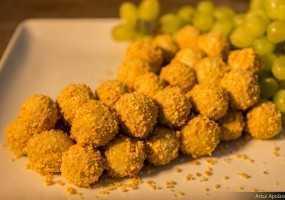 Uvas recobertas com Roquefort e amendoas
